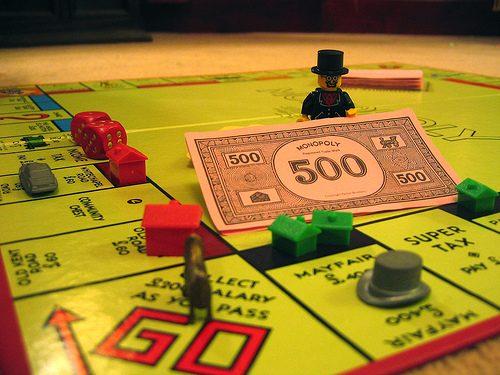 """Il """"gioco"""" del monopoli – allegoria alla realtà"""